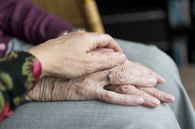 Les avantages du maintien a domicile des personnes agees